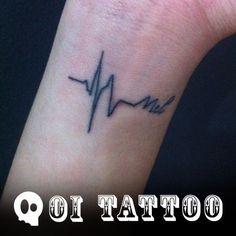 Tatuagem - Batimento cardíaco e nome.  Daphne,  Foi ótimo poder fazer esta tatuagem para você!  #TatuagemFeminina #TatuagensFemininas #Tatuagem #Tatuagens #Tattoo #Tattoos #Girl #GirlyTattoo #GirlTattoo #Feminina #BodyArt #Arte #linda #FineLine #FineLineTattoo #SãoPaulo #Brasil #TattooSP #SP #Frase #FraseTattoo #Delicada #elegante