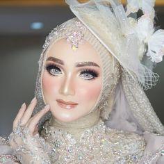 Hijabi Wedding, Kebaya Wedding, Muslimah Wedding Dress, Wedding Gowns, Wedding Make Up, Dream Wedding, Bridal Makeover, Bridal Makeup Looks, Niqab