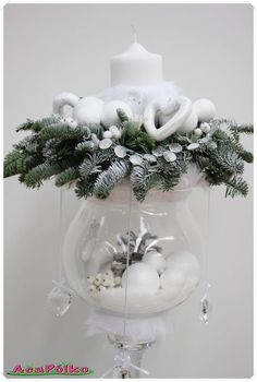 """I'm dreaming of a white christmas""… 8 leuke Scandinavisch geïnspireerde witte decoratie ideetjes! All Things Christmas, Christmas Home, White Christmas, Christmas Wreaths, Christmas Ornaments, Christmas Candles, Christmas Centerpieces, Xmas Decorations, Christmas Flower Arrangements"