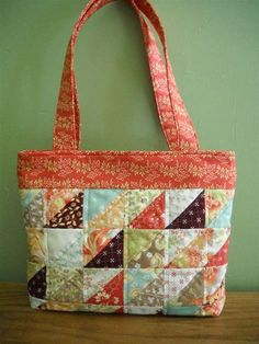 Patchwork Quilted Purse made with Tapestry fabrics from Fig Tree Co Quilted Tote Bags, Quilted Handbags, Patchwork Bags, Mk Handbags, Quilted Purse Patterns, Bag Patterns To Sew, Diy Coin Purse, Lace Bag, Creation Couture