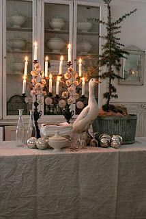 A simple tree in an elegant setting=beautiful. (Vintage & Morrhår)