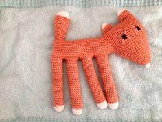 Gunther de vos is een gehaakte knuffel. Erg leuk om te maken met behulp van dit gratis Nederlandse patroon van La Maison Victor.