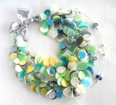 bijoux en bouteille plastique | Recycled jewelry made of plastic bottles • Recyclart