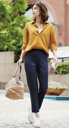 A minimalist fashion outfit that changes all one's views. There are many factors to keep in mind when deciding on your stylish summer minimalist outfit. Summer Work Outfits, Casual Work Outfits, Mode Outfits, Work Casual, Classy Outfits, Chic Outfits, Fashion Outfits, Office Outfits, Smart Casual Office