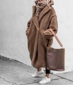 Winter Street Style Outfits To Keep You Warm Teddy bear coat Winter Outfits For Teen Girls, Fall Winter Outfits, Winter Wear, Autumn Winter Fashion, Winter Clothes, Warm Outfits, Winter Fashion Women, Winter Coats Women, Trendy Outfits