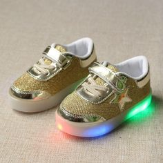 Chaussure Enfant Kids Shoes Spring Autumn New Breather Children Shoes With Light Baby Boys Led Light Sport Shoes Girls Sneakers Light Up Sneakers, Light Up Shoes, Lit Shoes, Casual Sneakers, Casual Shoes, Girls Flats, Girls Sneakers, Boys Shoes, Baby Sneakers