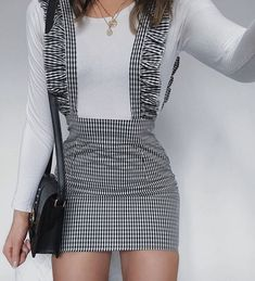 Loving this skirt from ❤️❤️ hope you all have an amazing weekend // 🌼 Fashion 2020, 90s Fashion, Korean Fashion, Fashion Outfits, Womens Fashion, Mode Outfits, Skirt Outfits, Fall Outfits, Summer Outfits