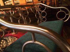 Opdracht 15 #anderskijken #zitplaatsen  De originele bankjes uit een draaimolen uit de 20-er jaren van de vorige eeuw.