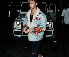 Cameron Dallas spends a night out in a Gucci denim embroidered jacket Cameron Alexander Dallas, Cameron Dallas, Cam Dallas, Fashion Night, Girl Fashion, Fashion Outfits, Womens Fashion, Gucci Denim, White Tee Shirts