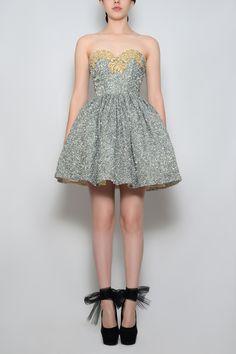 Silvia Bours - Silver Dress,(http://www.silviabours.com/silver-dress/)