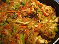Filipino Food Recipes : Filipino Pancit Recipe - asimplysimplelife - Filipino Food Recipes Video Filipino Food Recipes There are many variations of this recipe. Especially with the type of noodles. Filipino Recipes, Asian Recipes, Ethnic Recipes, Lumpia Recipe Filipino, Pinoy Food Filipino Dishes, Chinese Recipes, Pancit Bihon Recipe, Filipino Pancit, Filipino Noodles