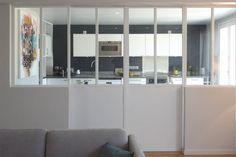 Place à la vie de famille dans une maison - Les murs ont des oreilles