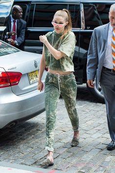 Gigi looks chic in NYC (Slide 2)