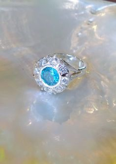 Bague argent Topaze bleue 9 mm 8 X oxyde de zirconium 3.5 mm Grandeur 6 1/4 650.00$ TTC