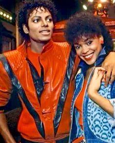 The King of Pop Michael Jackson with Ola Ray in Thriller Mike Jackson, Jackson Family, Michael Jackson Thriller, Michael Jackson 1980, Rodrigo Teaser, Invincible Michael Jackson, Thriller Video, New School Hip Hop, Chor