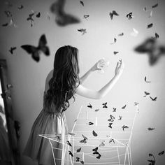 Image shared by soy zara ♡ . Find images and videos about girl, photography and butterfly on We Heart It - the app to get lost in what you love. Butterfly Effect, Butterfly Kisses, Butterfly Art, Butterfly Colors, Butterfly Quotes, Butterflies Flying, Beautiful Butterflies, Flies Away, Photoshop
