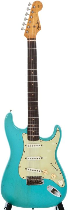 1960 Fender Stratocaster. sooooo pretty. i need it