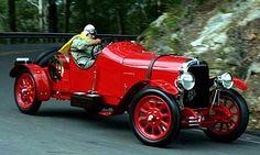 La Alfa Romeo G1 fut produite de 1921 à 1922 avec une motorisation d'une cylindrée de 6.3L présentant une puissance de 70ch, l'Alfa Romeo G1 a été produite en 52 exemplaires.