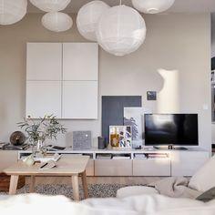 gardez la zone autour de la tv en ordre en utilisant un meuble integrant des sorties