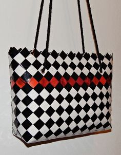 Paper Chains, Candy Wrappers, Handmade Purses, Diy And Crafts, Recycling, Weaving, Creations, Shoulder Bag, Handbags