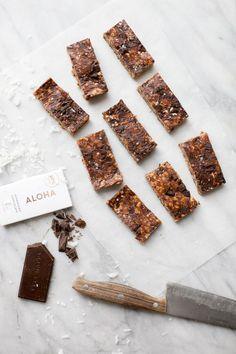 No-Bake Peanut Butter-Chocolate Chunk Granola Bars