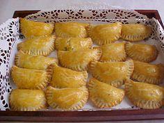 Ingredientes: 12 colher (sopa) de farinha de trigo 1 colher (sopa) de fermento em pó 2 colher (sopa) de margarina 2 colher (sopa) de banh...