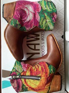 Guatemalan boots - Handmade boots - Brown leather and huipil from Chichicastenango.  Guatemalan women, artisan in Guatemala #guatemalanboots #handmadeboots #guatemala #customboots #handmade #boots #GuateBoots www.nawalboots.com
