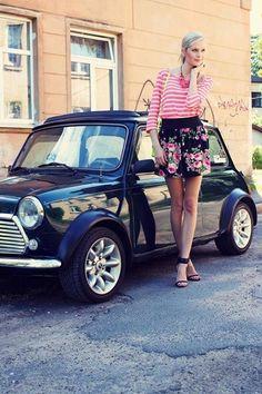 classic mini (I see two) Mini Cooper Classic, Classic Mini, Classic Cars, Fotografie Portraits, Mini Morris, Pin Up Car, Mini Copper, Automobile, Cute Cars
