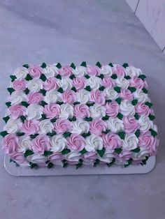 Ideas birthday cake recipe square for 2019 Big Cakes, Fancy Cakes, Sweet Cakes, Cake Icing, Buttercream Cake, Cupcake Cakes, Cupcakes, Square Cake Design, Square Cakes