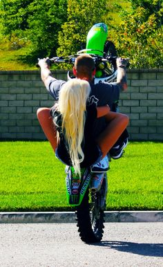 My friend used to do tricks like this with me on the back!!! Soooo much fun! <3