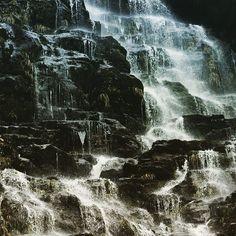 falling faraway. #newzealand#water#precious#duskysound#aotearoa#farawaynz#outontheedge