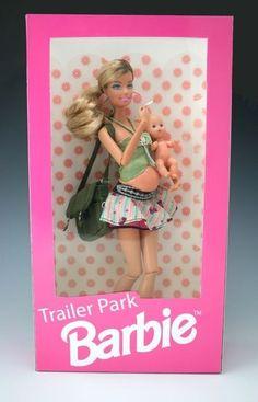 10. La Barbie madre primeriza, embarazada y fumadora.