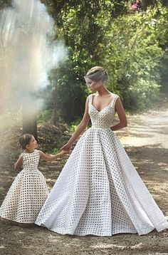 I absolutely love the idea of matching the flower girl dresses with your wedding gown… The same fabric, the same color, the same basic-pattern as your wedding Mother Daughter Matching Outfits, Mother Daughter Fashion, Mommy And Me Outfits, Mom Daughter, Daughters, Best Wedding Dresses, Bridal Dresses, Wedding Gowns, Girls Dresses