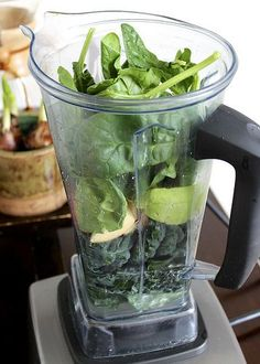 Energy Boosting Morning Green Smoothie #breakfast #leafygreens