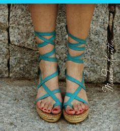 sandalias tiras cruzadas mod.peregrinas_cuña10cm por MundoKantia