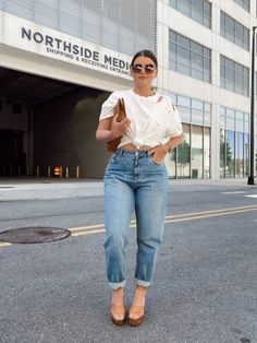Curvy Girl Outfits, Cute Casual Outfits, Jean Outfits, Fashion Outfits, Gym Outfits, Fitness Outfits, Fall Outfits, White Summer Outfits, Mom Jeans Outfit Summer