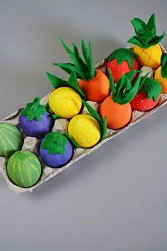 Little Inspiration fruit and vegetable Easter egg decorating idea Vegetable Crafts, Easter Egg Designs, Diy Ostern, Easter Crafts For Kids, Easter Ideas, Egg Art, Egg Shells, Easter Eggs, Painting Eggs