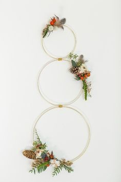 Decorate Your Door With These Modern Minimal Diy Wreaths Decorate Your Door With These Modern Minimal Diy Wreaths For A Twist On Traditional Check Out These Tutorials Modern Diy Wreath Decor For The Holidays Apartment Therapy What Is Christmas, Nordic Christmas, Diy Christmas Tree, Modern Christmas, Minimalist Christmas, Wreaths And Garlands, Holiday Wreaths, Rustic Wreaths, Diy Yarn Ornaments