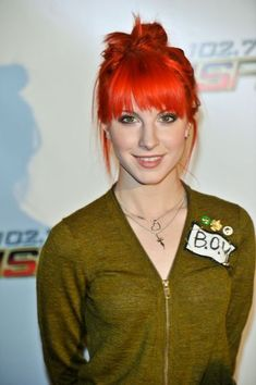 Hayley Williams red, layered hairstyle-- I LOVE her! Hayley Paramore, Paramore Hayley Williams, Haley Williams Hair, Celebrity Hairstyles, Cool Hairstyles, Red Hair Don't Care, Little Doll, The Victim, Trends