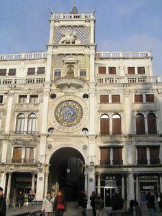 Torre dell'Orologio construida en el siglo XVI por Mauro Codussi (Piazza de San Marco de Venezia), Portal Fuenterrebollo