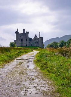 This is Kilchurn Castle in Scotland, north of Glasgow, in Loch Awe....you have to visit it without doubt...is ancient, is lonely, is romantic...is scottish   |   19 Reasons Why Scotland Must Be on Your Bucket List. Amazing no. #12