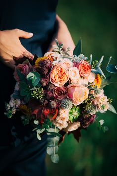 #bridalbouquet #wedding #bride #floral #ramodenovia #novia #boda #flores #flowers #flowerarrangement #sauvage #sauvageflowers #rose #vuvuzela #davidaustin #bouquet #laiaclaramunttallerfloral #sabadell #barcelona