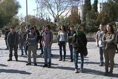 23/10/2013 17:33| Beyazıt'ta duran adam eylemi İstanbul Üniversitesi önünde toplanan öğrenciler ODTÜ'lü öğrencilere 'duran adama' eylemiyle destek verdi.