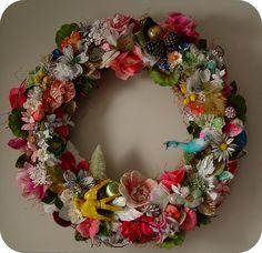 Couronne de fleurs et autres objets