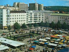 Postikortti 1960-luvulta Lahden tori | Kuvakuja.fi Vintage Postcards, Finland, Past, Times Square, City, Travel, Vintage Travel Postcards, Past Tense, Viajes