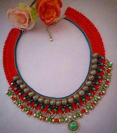 Textile Jewelry, Bead Jewellery, Macrame Jewelry, Horse Costumes, Lace Knitting, Necklace Designs, Diy Tutorial, Diy And Crafts, Crochet Necklace