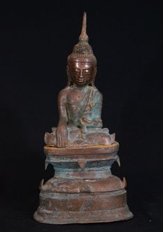 Antique bronze Shan Buddha Material: Bronze 57,5 cm high 28 cm wide 3 parts Shan…