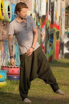 Moda Hippie, Hippie Men, Hippie Style, Hippie Chic, Tribal Pants, Boho Pants, Hippie Pants, Hippy Fashion, Bohemian Mens Fashion