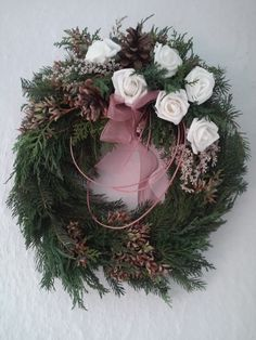 Christmas Wreaths, Xmas, Pine Cone Crafts, Pine Cones, Funeral, Floral Wreath, Holiday Decor, Flowers, Autumn