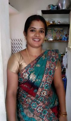 Beautiful Girl In India, Beautiful Women Over 40, Beautiful Blonde Girl, Most Beautiful Indian Actress, Beautiful Saree, Beautiful Actresses, Indian Natural Beauty, Indian Beauty Saree, Indian Sarees